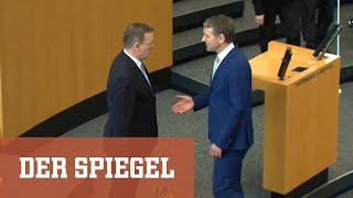 Im dritten wahlgang reichten 42 stimmen: bodo ramelow ist neuer ministerpräsident von thüringen. er nahm in seiner ersten kurzen rede stellung zur afd - und ...