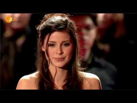 Lena Meyer-Landrut - Golden Camera Award 2011-02-05 (english subs)
