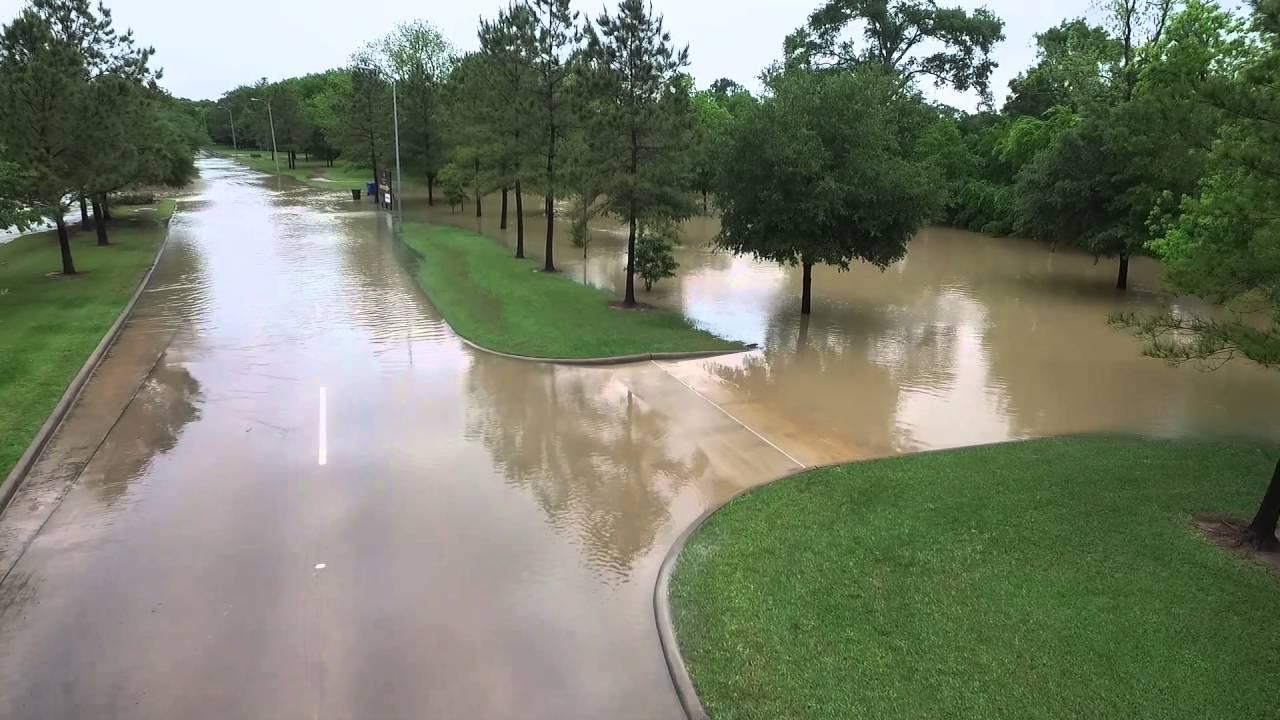 Katy Texas Floodwaters Close Kingsland Blvd In Woodcreek