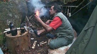 Doku - Leben im Wald mit einfacher Ausrüstung. Steinzeit und Waldläufer Techniken