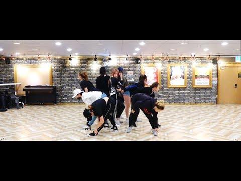 """청하(CHUNG HA) - """"Why Don't You Know (Feat. 넉살)"""" 안무 영상 (Dance Practice)"""