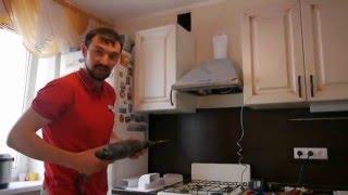 Установка вытяжки своими руками. ЯСАММОГУ-ТВ(Как установить вытяжку на кухне своими руками. с отводом воздуха в вентиляционную шахту., 2015-04-19T12:43:23.000Z)