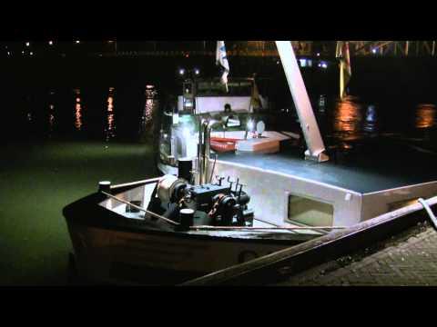 Schip dwars op de IJssel in Zutphen