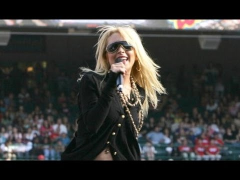 Lindsay Lohan - Speak (Live Kiss FM Wango Tango 2005)