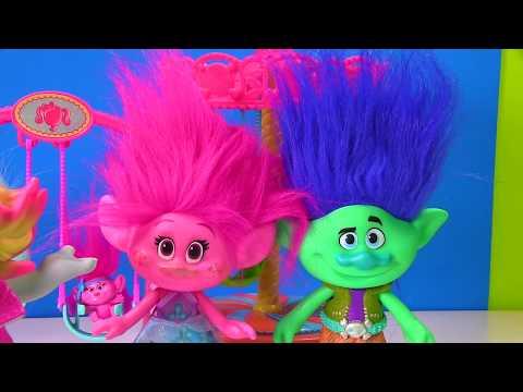 Dreamworks Trolls Movie Save the Baby Poppy Branch Trolls Game   Disk Drop