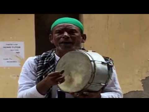 FAKEER sings Tajdar-e-Haram Qawwali on New Delhi Streets | Amazing Voice