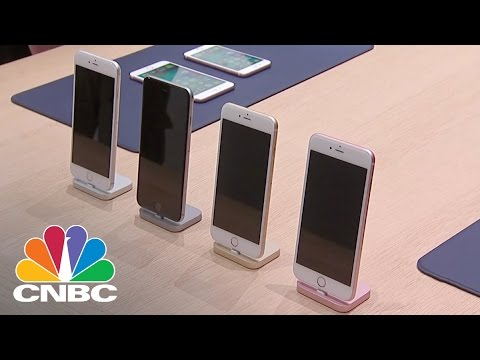 Apple Cuts Down On IPhone Production | Tech Bet | CNBC