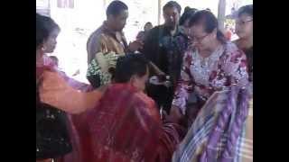 Pesta pernikahan batak ( sesi mangulosi )