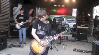 Insane! 12 Year Old Garage Band Covers- Guns N' Roses- Sweet Child O Mine for huge crowd!