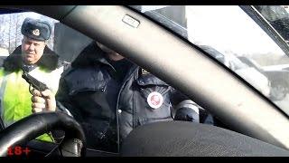 Гаишники угрожают водителю пистолетом / The police threaten with a gun