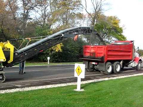 asphalt milling action
