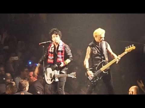 "Green Day - ""Holiday""  live @ UNIPOL ARENA - BOLOGNA - GENNAIO 2017"