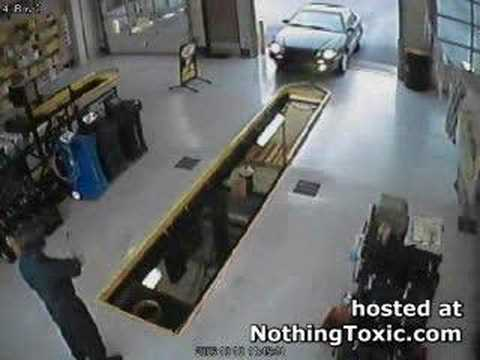 Car Drives In Service Pit Youtube