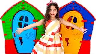 SARAH FINGE BRINCAR com CASINHAS COLORIDAS para crianças