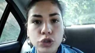 Mujer imita forma de hablar de diferentes países y en varios idiomas thumbnail