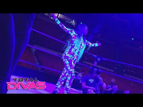 Naomi tests out her new entrance: Total Divas, April 12, 2017