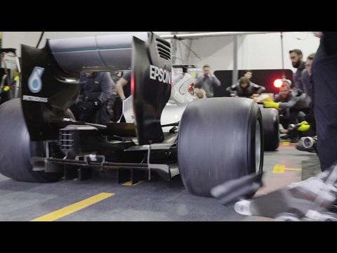 «Мерседес» показал первый пит-стоп Формулы-1 с широкими колёсами