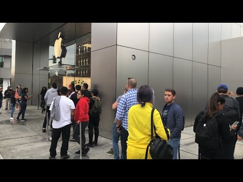 In Line For IPhone 11 At Apple Store