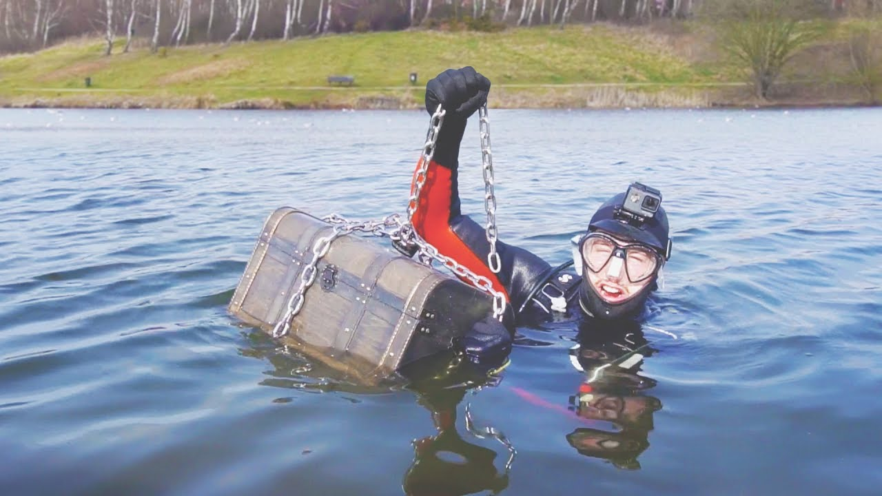 i-went-metal-detecting-underwater-and-you-won-t-believe-what-i-found-scuba-diving-challenge