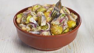 Супер-салат из картофеля, селедки и соленых огурчиков никого не оставит равнодушным. Всегда Вкусно!