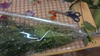 Веточка хризантемы в креповой бумаге и целлофане