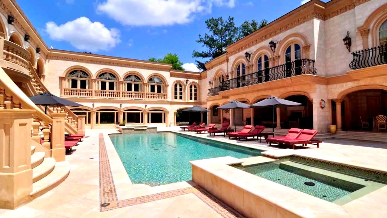 Amancio ortega mansion images for Most beautiful mansions