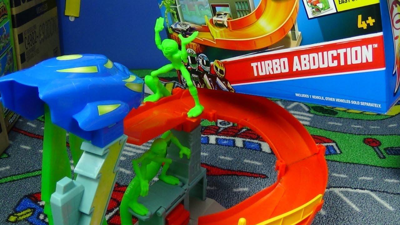 Turbo Abduction Fold Amp Go Hotwheels Playset Youtube