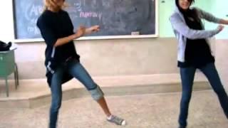 رقص راب بنات كابل في المدرسة