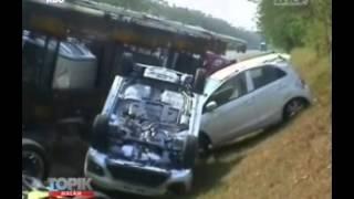 [ANTV] TOPIK Truk Tronton Terbalik, Mobil Yang Diangkut Penyok