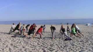 Film przedstawia jeden z dni szkoleniowych na obozie windsurfingowy...
