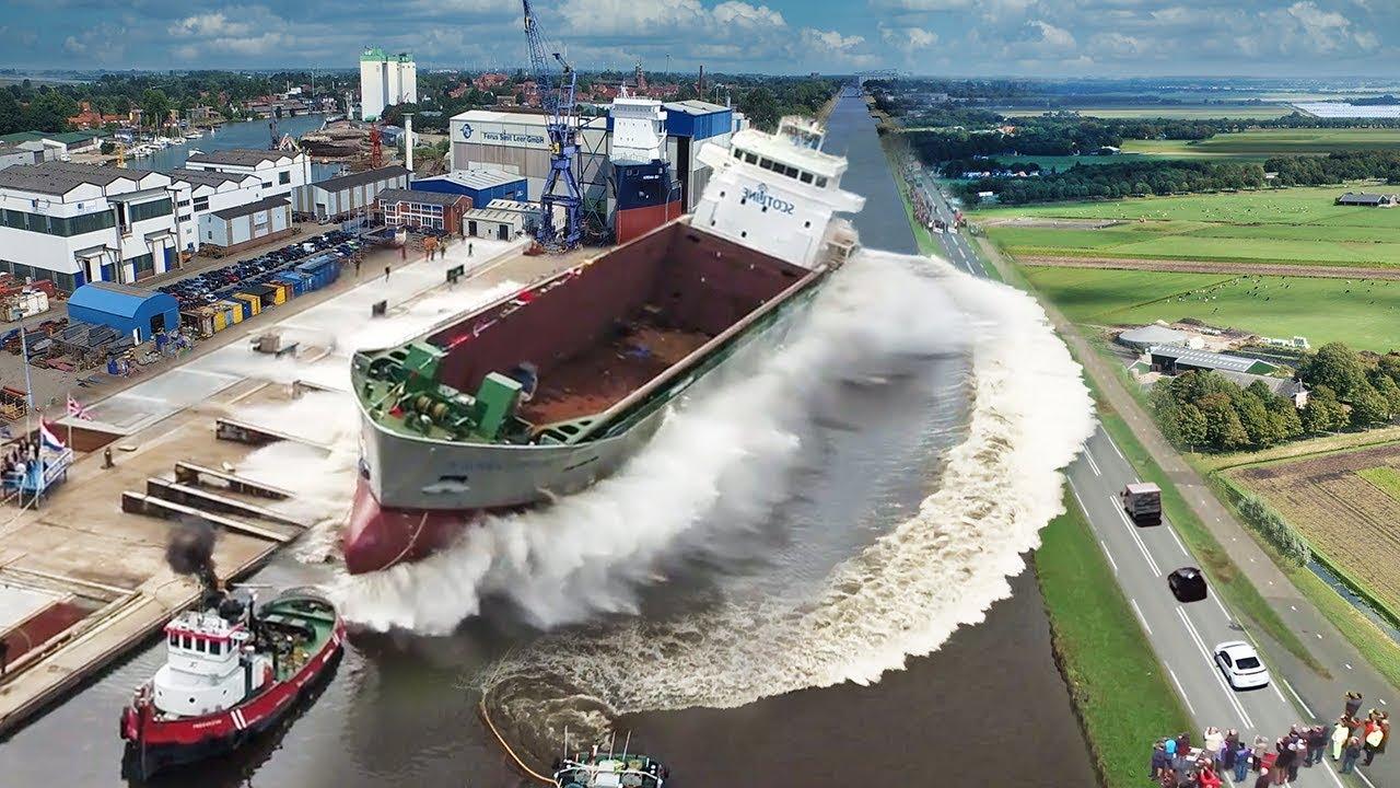 طريقة انزال السفن الى الماء