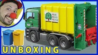 مضحك مهرج بوب. شاحنة قلابة شاحنة الإخراج من العلبة. فيديو مضحك للأطفال