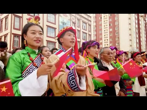 Tibetan people celebrate China's National Day with flash mob