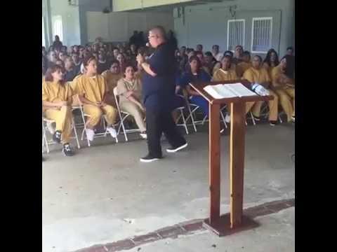 Evang. Hector Delgado Predicando en la...