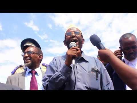 Wasiirka Howlaha Guud iyo Guriyeynta Somaliland Abdirashiid Ducaale Qanbi oo Buuhoodle soo gaadhay