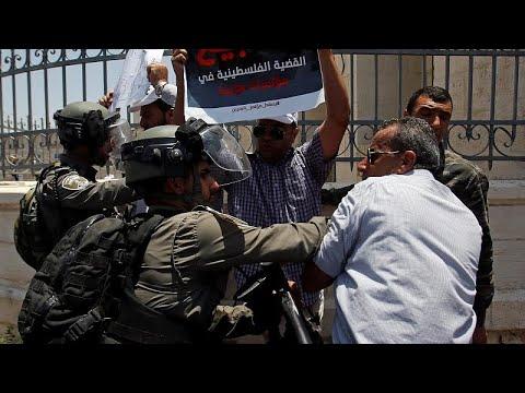 شاهد: اشتباكات بين فلسطينيين وقوات إسرائيلية احتجاجاً على مؤتمر البحرين…  - نشر قبل 3 ساعة
