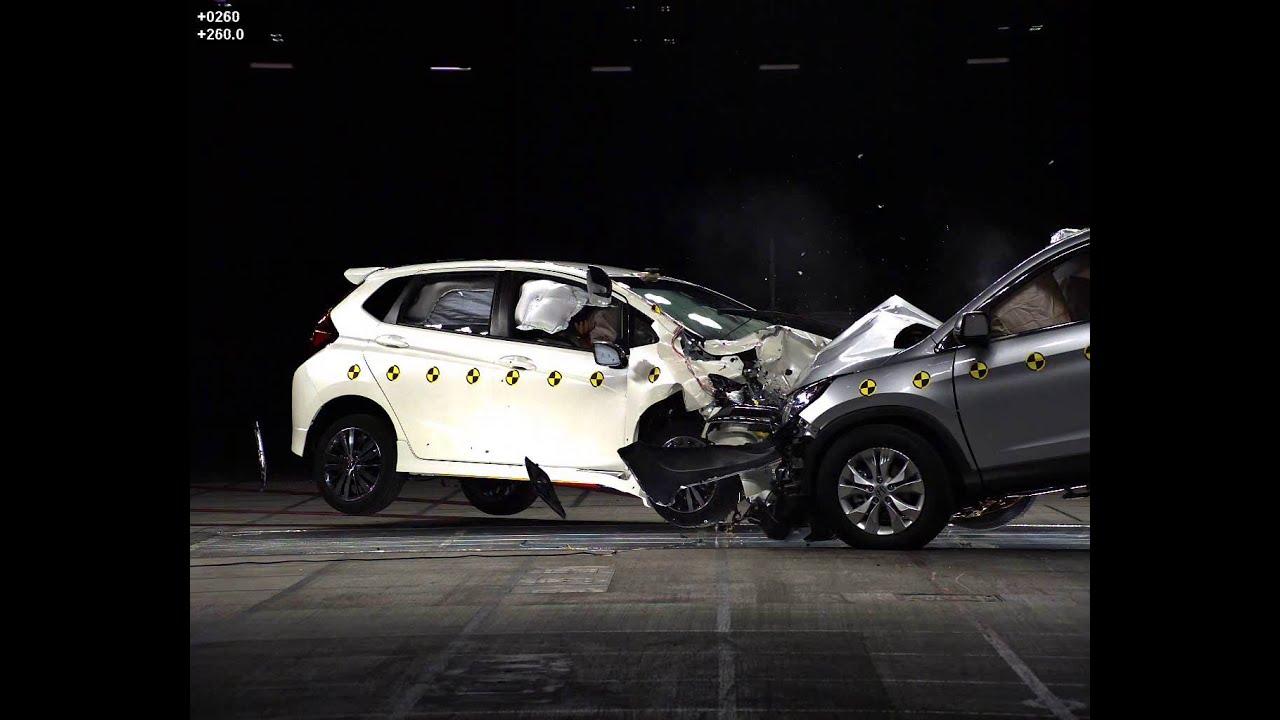 Crash test of honda jazz and cr v oct 2015 youtube for Honda crv crash test