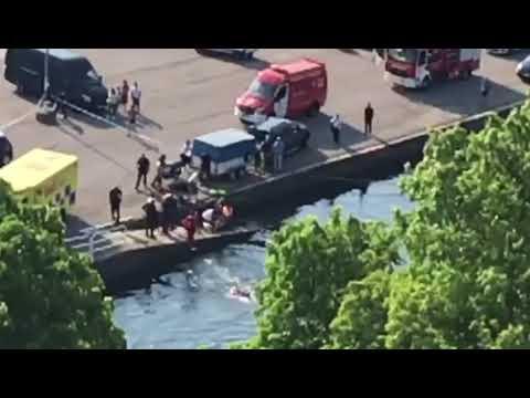 Rescatan a un hombre que se precipitó al agua en su coche en As Corbaceiras