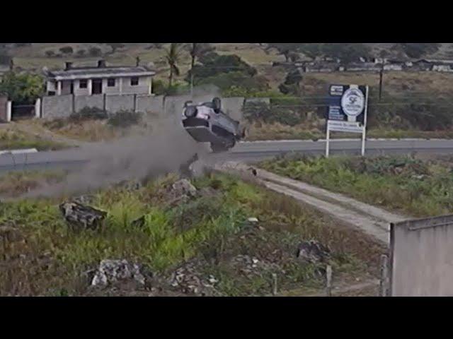 ACIDENTE NA BR 104 EM CARUARU