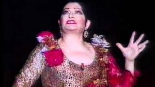 Capote de grana y oro - Juanita Reina