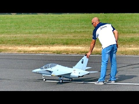 ALENIA AERMACCHI M-346 SCALE MODEL TURBINE JET FLIGHT DEMONSTRATION / Jetpower Fair 2016