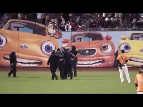 Giants fan on field breaks security guard's leg