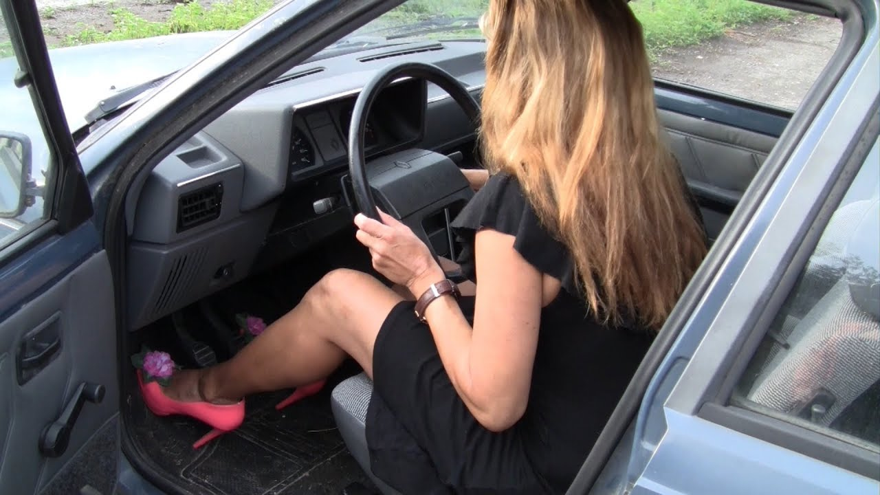 Woman can't start her car with Choke and Cranking