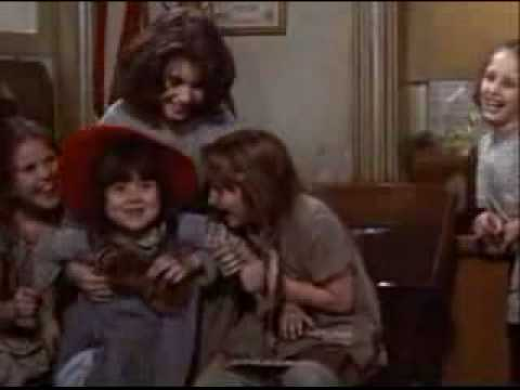 Annie (1982) - You're Never Fully Dressed Without A Smile