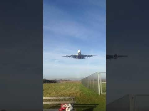 EK40 landing at bhx from Dubai (marathon green)