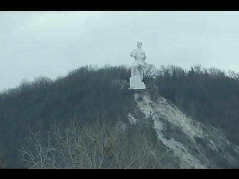 В Украине обсуждают судьбу памятника Артему, созданного в стиле кубизм