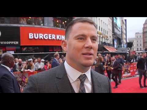 Channing Tatum photo bombs an interview at premiere