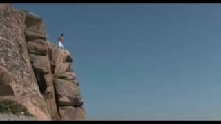 Hoppar från klippa 2