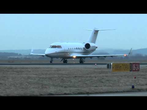 Reverse thrust landing Canadair Challenger 601 3R