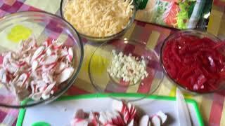 Салат из крабовых 🦀 палочек, сыра 🧀 и помидор 🍅